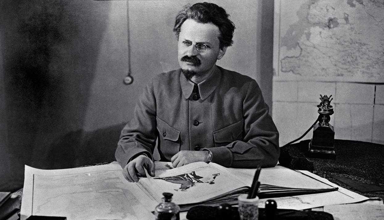 Лев Дави́дович Тро́цкий (1879-1940)