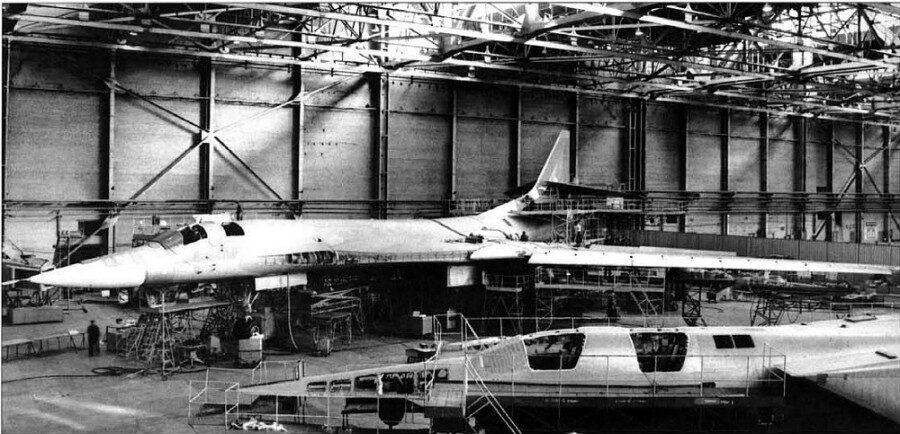 первый самолет Ту-160